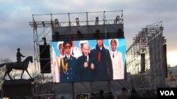 吞并克里米亚后,去年3月普京在莫斯科红场的庆祝集会上讲话。(美国之音白桦拍摄)