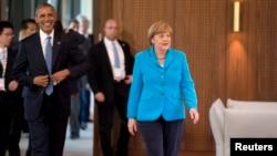 El presidente Barack Obama junto a la canciller alemana, Angela Merkel, en el primer día de la Cumbre.