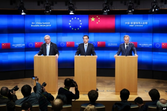 China's Premier Li Keqiang, center, talks to journalists during a joint news conference with European Council President Donald Tusk, right, and European Commission President Jean-Claude Juncker, left, during an EU-China summit at the European Council headheadquarters in Brussels, April 9, 2019.