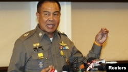 Cảnh sát trưởng Thái Lan Somyot Pumpanmuang trong cuộc họp báo ở trụ sở Cảnh sát Hoàng gia Thái tại Bangkok hôm 20/8/2015.