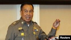 泰国警察领导人在记者会上讲话(2015年8月20日)