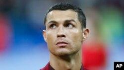 Cristiano Ronaldo avant le match de demi-finale de la Coupe des Confédérations entre le Portugal et le Chili au stade Kazan, Russie, 28 juin 2017.