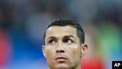 Cristiano Ronaldo enfrenta colegas do Real Madrid