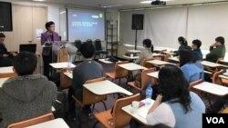 지난해 3월 서울 마포구 한미교육위원단에서 미국 유학에 관심 있는 탈북 유학생들이 풀브라이트 장학 지원제도에 대한 설명을 듣고 있다.