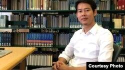 លោក ធុន ធារ៉ា បេក្ខជនបណ្ឌិតខាងប្រវត្តិសាស្ត្រអាស៊ីអាគ្នេយ៍ នៅវិទ្យាស្ថាន Yenching សាកលវិទ្យាល័យ Harvard នៃកម្មវិធីរួមជាមួយសាកលវិទ្យាល័យជាតិសិង្ហបុរី។ (ផ្តល់ឲ្យដោយ ធុន ធារ៉ា)
