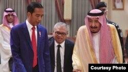 Presiden Joko Widodo Minggu sore (14/4) bertemu Raja Salman bin Abdulaziz Al Saud di Riyadh, dalam perjalanan untuk menunaikan ibadah umrah. (Foto: Biro Setpres RI)