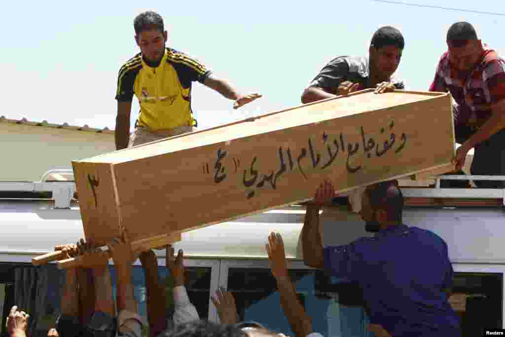 Relatives carry the coffin of victim killed in Tuesday's bomb attacks, during a funeral in Najaf, 160 km (100 miles) south of Baghdad, July 3, 2013.