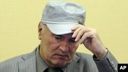 Ratko Mladić prilikom prvog pojavljivanja pred sudijama Haškog tribunala, 3. juna 2011.
