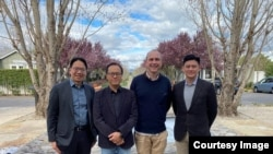 香港泛民主派與會代表和美國駐港總領事史墨客(Hanscom Smith)合照 (照片來源: 香港專業議政提供)