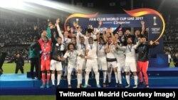 Les joueurs du Real Madrid célèbrent leur sacre de champion du monde des clubs à Abou Dhabi, 16 décembre 2017. (Twitter/Real Madrid)