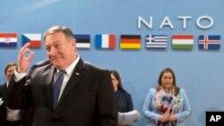 마이크 폼페오 미국 국무장관이 27일 벨기에 수도 브뤼셀에서 열린 북대서양조약기구(NATO) 외교장관 회의에 참석하고 있다.
