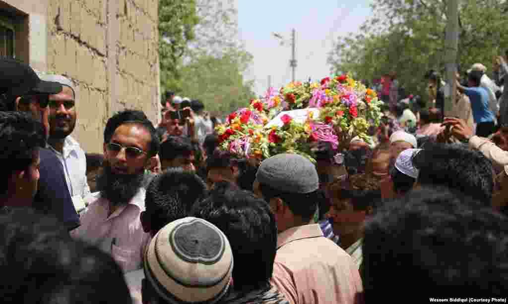 امجد صابری کے لئے پھولوں کا آخری نذرانہ