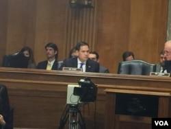鲁比奥参议员在听证会上(美国之音莉雅拍摄)