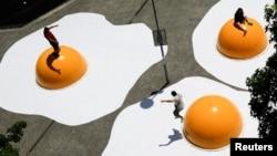 چیدمان تخم مرغ، اثر هنک هوفسترا - سانتیاگو، شیلی، ۸ نوامبر ۲۰۱۶