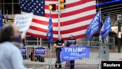 အေမရိကန္ေရြးေကာက္ပြဲအၿပီး ၆ ရက္ေျမာက္ေန႔က Pennsylvania ျပည္နယ္မွာ စုေဝး ဆႏၵျပေနတဲ့ သမၼတ Trump ေထာက္ခံသူမ်ား။ (ႏုိဝင္ဘာ ၉၊ ၂၀၂၀)