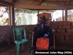 Sa majesté Oumarou Emmanuel, chef de village de Gado -Badzéré, le 6 novembre 2018. (VOA/Emmanuel Jules Ntap)