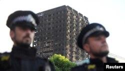 در روزهای اخیر معترضانی به نحوه رسیدگی به آتش سوزی لندن تجمع کردند.