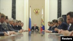 Russian President Vladimir Putin (C) chairs a meeting of the new Cabinet team in Moscow's Kremlin, May 21, 2012.