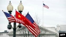 Hai bản phúc trình chống đối nhau này được ban hành vài ngày sau khi các quan chức cấp cao Mỹ và Trung Quốc mở các cuộc đàm phán thường niên ở Washington.