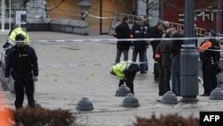 Cảnh sát kiểm tra hiện trường vụ tấn công tại thành phố Liege, Bỉ, 13/12/2011
