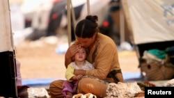 Izbjeglica iz plemena Yazidi sa djetetom