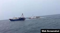 Tàu chấp pháp Việt Nam xua đuổi tàu cá vỏ thép Trung Quốc ra khỏi vùng biển Việt Nam (ảnh tư liệu, 2019)