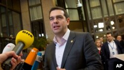 El primer ministro griego, Alexis Tsipras, recibió una carta departe del exlíder de Cuba, Fidel Castro, felicitándolo por la decisión de enfrentar a los acreedores europeos.