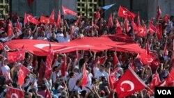 Depuis le putsch avorté, imputé à M. Gülen, en exil volontaire aux Etats-Unis depuis 1999, les autorités turques tentent de chasser ses partisans présumés de tous les secteurs professionnnels.
