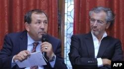 Predstavnik Misrate Sulejman Fortia, i francuski filozof Bernar Anri Levi, na konferenciji za štampu u Parizu, 20, juli, 2011.