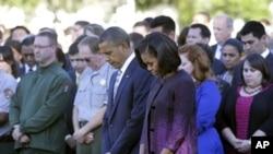 奥巴马总统 夫妇和白宫工作人员默哀纪念9/11袭击事件11周年。