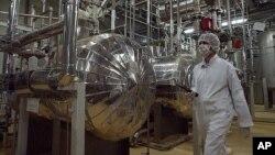 Salah satu fasilitas pengayaan Uranium Iran di Isfahan, sebelah selatan Teheran (foto: dok).