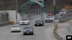 Južnokorejska vozila se vraćaju iz severnokorejskog grada Kesonga