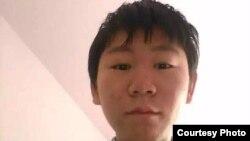 維權律師王宇的兒子包卓軒(周鋒鎖推特圖片)