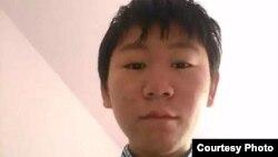维权律师王宇的儿子包卓轩(周锋锁推特图片)