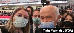VOA Türkçe muhabiri Yıldız Yazıcıoğlu ve MHP Genel Başkanı Devlet Bahçeli