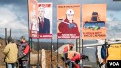 ფოტო: ხელოსნები კორონავირუსის პაციენტებისთვის ახალ საავადმყოფოს აშენებენ სოფელ გოლოხვასტოვოსთან, 60 კმ-ის დაშორებით მოსკოვის ცენტრიდან. რუსეთი, 2020 წლის 20 აპრილი.