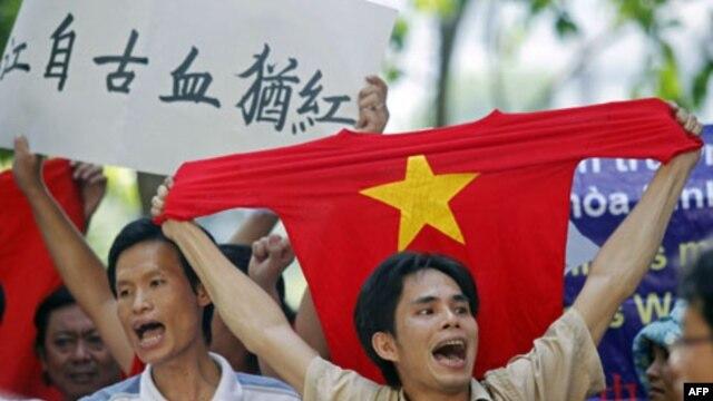 Biểu tình ở Hà Nội phản đối đường lưỡi bò của TQ