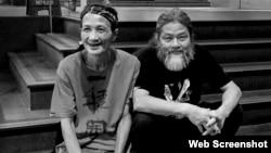中國廣州詩人吳明良(筆名:浪子,左)和獨立中文作家筆會創會人之一孟浪(網絡圖片)