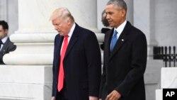 Predsednik Donald Tramp i bivši predsednik Barak Obama