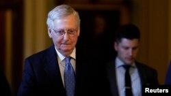 Mitch McConnell, de 77 años, tropezó en la mañana en su patio al aire libre, indicó David Popp, vocero del líder republicano.