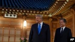 美国总统特朗普和韩国总统文在寅2019年6月29日在首尔青瓦台