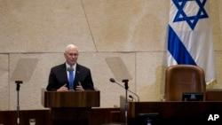 Wakil Presiden AS Mike Pence memberikan pidato di depan parlemen Israel di Yerusalem, hari Senin (22/1).