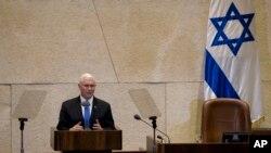 លោកអនុប្រធានាធិបតីសហរដ្ឋអាមេរិក Mike Pence ថ្លែងទៅកាន់សភាអ៊ីស្រាអែល នៅក្នុងក្រុង Jerusalem កាលពីថ្ងៃទី២២ ខែមករា ឆ្នាំ២០១៨។