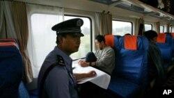 중국 티베트 자치구 라사의 중국 경찰. (자료사진)