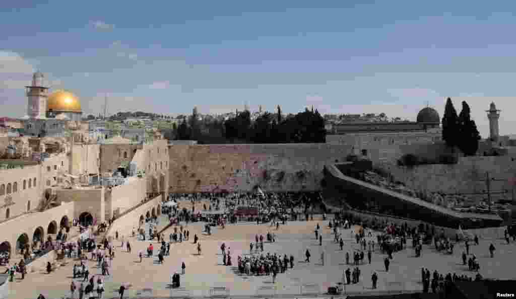 در طول تاریخ برای تصرف بیت المقدس بیش از ۱۰۰ بار جنگ شده است و این شهر بیش از ۴۰ بار از سوی امپراتوریهای فارس، روم، ترکهای عثمانی و بریتانیا تصرف شد
