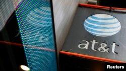 ສັນຍາລັກຂອງຮ້ານ AT&T ໃນນະຄອນ ນິວຢອກ. 29 ຕຸລາ, 2014.