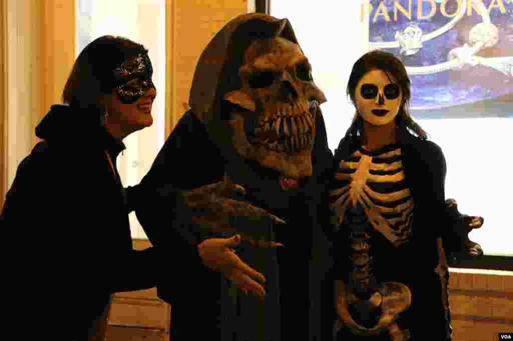 گاهی هم کاستوم ها ترسناک می شوند، درست مانند آنچه که فلسفه هالووین است.