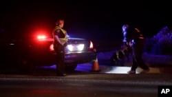 Les autorités enquêtent près de la zone de l'explosion à Austin,Texas, le 18 mars 2018,