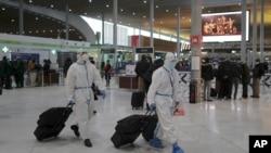 台灣旅客在法國戴高樂機場搭乘飛機(2021年2月1日)