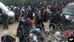 Sirijci čekaju na granici sa Turskom